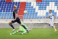 03-09-2015 VOETBAL:WILLEM II- KAA GENT:TILBURG<br /> Willem II Vriendschappelijke wedstrijd zonder publiek tegen KAA Gent<br /> <br /> Dries Wuytens  van Willem II schiet op doelman Yannick Thoelen<br /> <br /> Foto: Geert van Erven