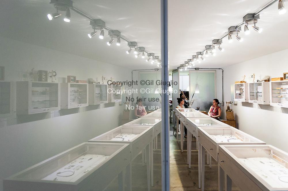 Colombie, Antioquia, Medellin, quartier tendance  El Poblado, rue Primavera, boutique confection locale Ona // Colombia, Antioquia, Medellin, El Poblado trendy neighbourhood, Primavera Street, OnA a local fashion design store
