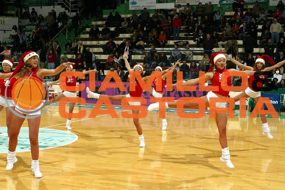DESCRIZIONE : Siena Eurolega 2005-06 Montepaschi Siena Cska Mosca<br />GIOCATORE : Cheerleaders<br />SQUADRA : Montepaschi Siena<br />EVENTO : Eurolega 2005-06<br />GARA : Montepaschi Siena Cska Mosca<br />DATA : 21/12/2005<br />CATEGORIA : <br />SPORT : Pallacanestro<br />AUTORE : Agenzia Ciamillo-Castoria/G.Ciamillo