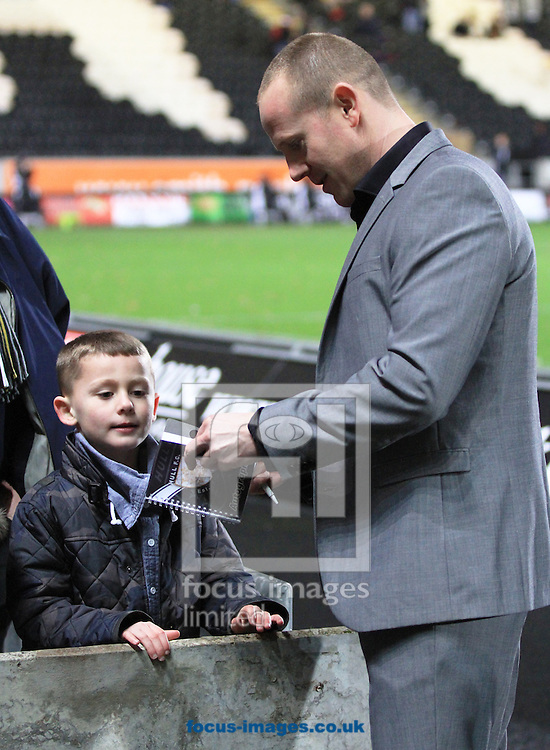Picture by Richard Gould/Focus Images Ltd +447814 482222.08/02/2013.Ref Richard Silverwood sign a Hull fans autograph book while waiting for a decision on the game during the Stobart Super League match at the KC Stadium, Kingston upon Hull.
