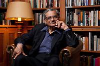 31 MAY 2010, BERLIN/GERMANY:<br /> Jagdish Natwarlal Bhagwati, indischer Oekonom und Professor fuer Politik und Wirtschaft an der Columbia University, nach einem Interview, Bibiothek der American Academy<br /> IMAGE: 20100531-02-130<br /> KEYWORDS: Jagdish Bhagwati, Ökonom