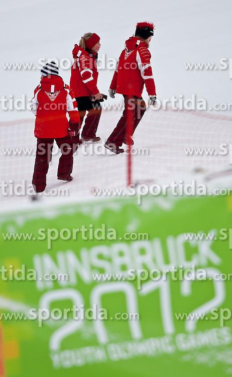 """14.01.2012, Patscherkofel, Innsbruck, AUT, Olympische Jugend Winterspiele, Ski Alpin, Super G, Damen, im Bild junge Zuschauer steigen den Hang hinauf, im Vordergrund das Logo der YOG 2012 in Innsbruck // young viewers to rise up the hill in the foreground is the logo of the YOG 2012 in Innsbruck during the Womens Super G of the Winter Youth Olympic Games at the """"Patscherkofel"""", Innsbruck, Austria on 2012/01/14, EXPA Pictures © 2012, PhotoCredit: EXPA/ Juergen Feichter"""