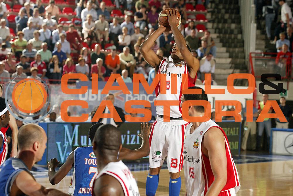 DESCRIZIONE : Varese Lega A1 2006-07 Whirlpool Varese Upea Capo Orlando<br /> GIOCATORE : Holland<br /> SQUADRA : Whirlpool Varese<br /> EVENTO : Campionato Lega A1 2006-2007 <br /> GARA : Whirlpool Varese Upea Capo Orlando<br /> DATA : 09/05/2007 <br /> CATEGORIA : Tiro<br /> SPORT : Pallacanestro <br /> AUTORE : Agenzia Ciamillo-Castoria/G.Cottini