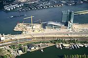 Nederland, Amsterdam, Piet Heinkade, 25-09-2002; Piet Heinkade met ventilatieschachten van de IJtunnel (links) en woonboten in de Dijksgracht naast de sporen richting Amsterdam CS; midden: Bank Labouchere (aan Oostelijke Handelskade), met links van de kantoortoren Passengers Terminal Amsterdam (PTA) en nieuwbouw van het centrum voor nieuwe muziek de IJsbreker; aan de horizon - boven het IJ - het IJplein (links, onder IJ tunnel ventilatieschachten) en nieuwbouw op de lokaties van de voormalige werven van de NDSM EN ADM; woonschepen, werf, scheepsbouw, infrastructuur, spoorwegen, zie ook andere (detail)foto's van deze lokatie;<br /> luchtfoto (toeslag), aerial photo (additional fee)<br /> foto /photo Siebe Swart
