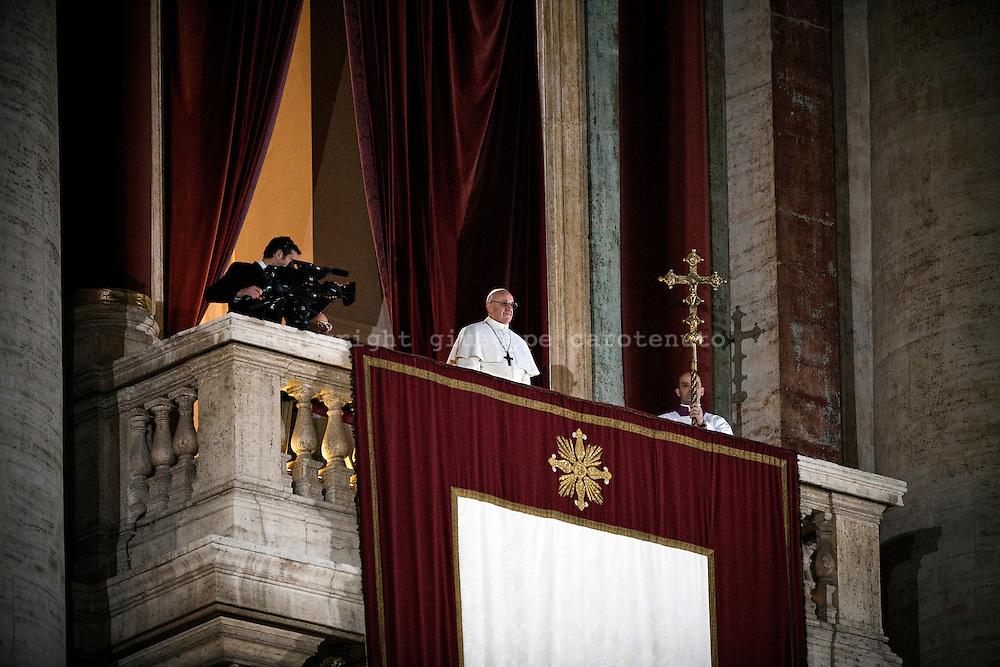 ROME. POPE FRANCESCO ON SAN PETER BASILICA BALCONY; PAPA FRANCESCO SUL BALCONE DELLA BASILICA DI SAN PIETRO;