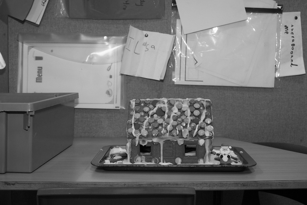 A hand made gingerbread house is delivered by a proud mother (myself) to at Ben's primary school for their Christmas party in Berkhamsted, England  Wednesday, Dec. 16, 2015 (Elizabeth Dalziel) #thesecretlifeofmothers #bringinguptheboys #dailylife