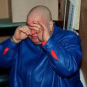 Sugar Lee Hooper word 50 jaar en krijgt 50 laaffen, huilend