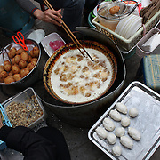 Locals cook food on a street corner of the old quarter of Hanoi, Vietnam. Hanoi is the capital of Vietnam and the country's second largest city. Hanoi, Vietnam. 17th March 2012. Photo Tim Clayton