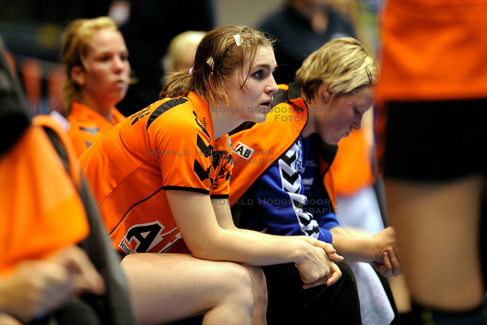 18-10-2009 HANDBAL: NEDERLAND - MACEDONIE: ROTTERDAM<br /> Nederland speelt met 20-20 gelijk tegen Macedonie / Laura van der Heijden<br /> &copy;2009-WWW.FOTOHOOGENDOORN.NL