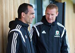 CHEPSTOW, WALES - Friday, May 23, 2014: Coach Gareth Davies and Everton manager Roberto Martinez during the Football Association of Wales' National Coaches Conference 2014 at Dragon Park FAW National Development Centre. (Pic by David Rawcliffe/Propaganda)