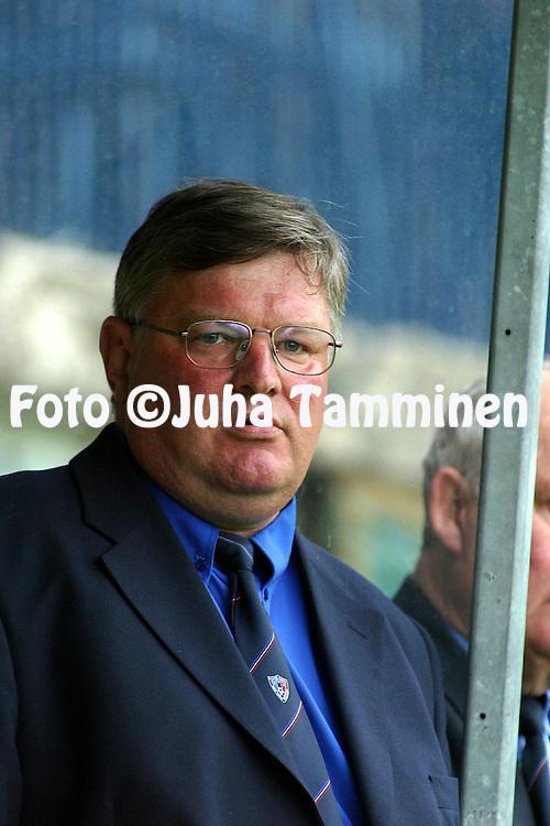 13.06.2002, Kupittaa Stadium, Turku, Finland..Veikkausliiga 2002 / Finnish League 2002..FC Inter Turku v FC Haka Valkeakoski..Valmentaja / Coach Pertti Lundell - Inter.©Juha Tamminen
