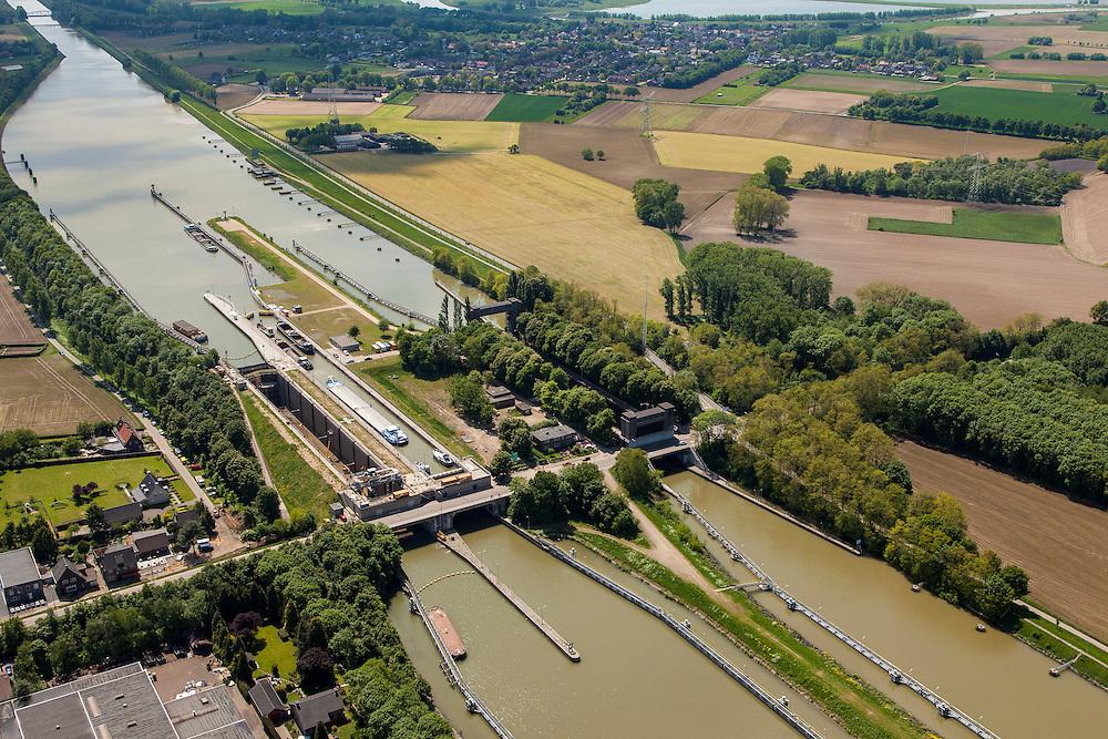 Nederland, Limburg, Gemeente  Sittard-Geleen, 27-05-2013; Julianakaal met sluizencomplex Born. De sluizen worden gerenoveerd. Gezien naar het Zuiden.<br /> Nederland, Limburg, Gemeente  Sittard-Geleen, 27-05-2013; Julianakaal met sluizencomplex Born. De sluizen worden gerenoveerd. Gezien naar het Zuiden.<br /> Shipping locks Julianacanal (Meuse canal).<br /> luchtfoto (toeslag op standard tarieven);<br /> aerial photo (additional fee required);<br /> copyright foto/photo Siebe Swart.