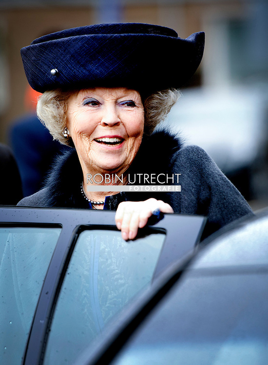 4-3-2016 HAARLEM - Princess Beatrix of the Netherlands is Friday March 4 present at a meeting to mark the completion of the interior of the restored nave of the Cathedral of St Bavo, Haarlem in Haarlem. The cathedral is undergoing since 2005 an extensive restoration process. With the renewal of the nave is almost completed the interior of the New Bavo. From the exterior, only the two towers will be renovated on the west side, and the cathedral should be ready in 2017. The nave has received include sixteen new stained-glass windows, designed by artist Jan Dibbets. Prinses Beatrix der Nederlanden is vrijdagmiddag 4 maart aanwezig bij een bijeenkomst ter gelegenheid van de oplevering van het interieur van het gerestaureerde middenschip van de Kathedrale Basiliek Sint Bavo in Haarlem. De kathedraal ondergaat al sinds 2005 een omvangrijk restauratieproces. Met de vernieuwing van het middenschip is het interieur van de Nieuwe Bavo vrijwel voltooid. Van het exterieur moeten alleen de twee torens aan de westzijde nog gerenoveerd worden, waarna de kathedraal in 2017 gereed zou moeten zijn. Het middenschip heeft onder andere zestien nieuwe glas-in-loodramen gekregen, naar een ontwerp van kunstenaar Jan Dibbets. COPYRIGHT ROBIN UTRECHT