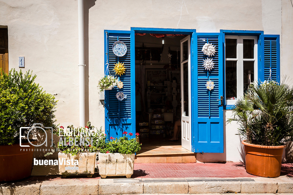 Marettimo, Sicilia, Italia, 2016<br /> I vicoli del centro di Marettimo.<br /> <br /> Marettimo, Sicily, Italy, 2016<br /> The alleys of Marettimo town center, Aegadian Islands.