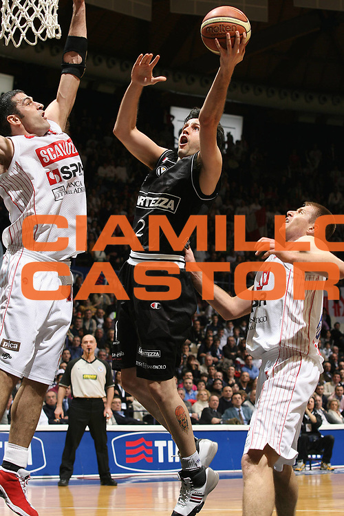 DESCRIZIONE : Bologna Final Eight 2008 Semifinale Scavolini Spar Pesaro La Fortezza Virtus Bologna<br /> GIOCATORE : Guilherme Giovannoni  <br /> SQUADRA : La Fortezza Virtus Bologna<br /> EVENTO : Tim Cup Basket For Life Coppa Italia Final Eight 2008 <br /> GARA : Scavolini Spar Pesaro La Fortezza Virtus Bologna<br /> DATA : 09/02/2008 <br /> CATEGORIA : Super Tiro<br /> SPORT : Pallacanestro <br /> AUTORE : Agenzia Ciamillo-Castoria/M.Marchi<br /> Galleria : Final Eight 2008 <br /> Fotonotizia : Bologna Final Eight 2008 Semifinale Scavolini Spar Pesaro La Fortezza Virtus Bologna<br /> Predefinita :