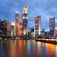 SGP, Singapur : Das Bankenviertel von Singapur / UOB , OCBC , Singtel. |SGP, Singapore : the Financial District of Singapore / UOB , OCBC , Singtel|. 12.02.2013 .Copyright by : Rainer UNKEL , Tel.: 0171/5457756