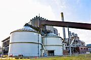 Nederland, the Netherlands, Nijmegen, 27-1-2018 Elektriciteitscentrale van Engie, Electrabel, voorheen PGEM, EPON, Nuon, GDF SUEZ Energie Nederland. Het is een kolengestookte centrale, en is afgekoppeld en stilgelegd, gesloten vanwege ouderdom, stroomoverschot en energieakkoord waarin een energietransitie naar duurzame energie is afgesproken. Op het terrein is o.a. een zonnepanelenpark gebouwd en er komen minstens twee grote windmolens . De twee silos worden gebruikt voor opslag van biomassa die ook in de centrale verbrand werd .Power plant will shut down early 2016 because of electricity surplus and co2 emissions .Foto: Flip Franssen