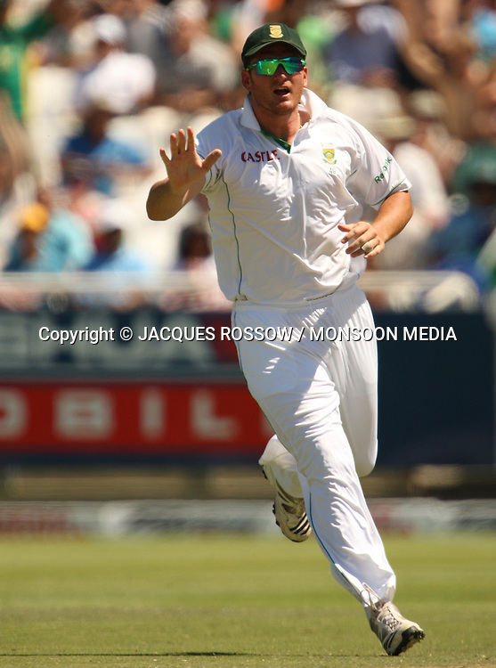 Greame Smith celebrates the wicket of Rahul Dravid during Day 2 of the third and final Test between South Africa and India played at Sahara Park Newlands in Cape Town, South Africa, on 2 January 2011. Photo by Jacques Rossouw / MONSOON MEDIA