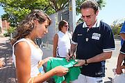 DESCRIZIONE : Cagliari Torneo Internazionale Sardegna a canestro Italia Estonia <br /> GIOCATORE : Tifosi Carlo Recalcati Autografi <br /> SQUADRA : Nazionale Italia Uomini Italy <br /> EVENTO : Raduno Collegiale Nazionale Maschile <br /> GARA : Italia Estonia Italy Estonia <br /> DATA : 13/08/2008 <br /> CATEGORIA : <br /> SPORT : Pallacanestro <br /> AUTORE : Agenzia Ciamillo-Castoria/S.Silvestri <br /> Galleria : Fip Nazionali 2008 <br /> Fotonotizia : Cagliari Torneo Internazionale Sardegna a canestro Italia Estonia <br /> Predefinita :