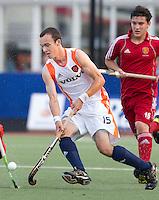 DEN BOSCH -   Diede van Puffelen tijdens de wedstrijd tussen de mannen van Jong Oranje  en Jong Engeland, tijdens het Europees Kampioenschap Hockey -21. ANP KOEN SUYK