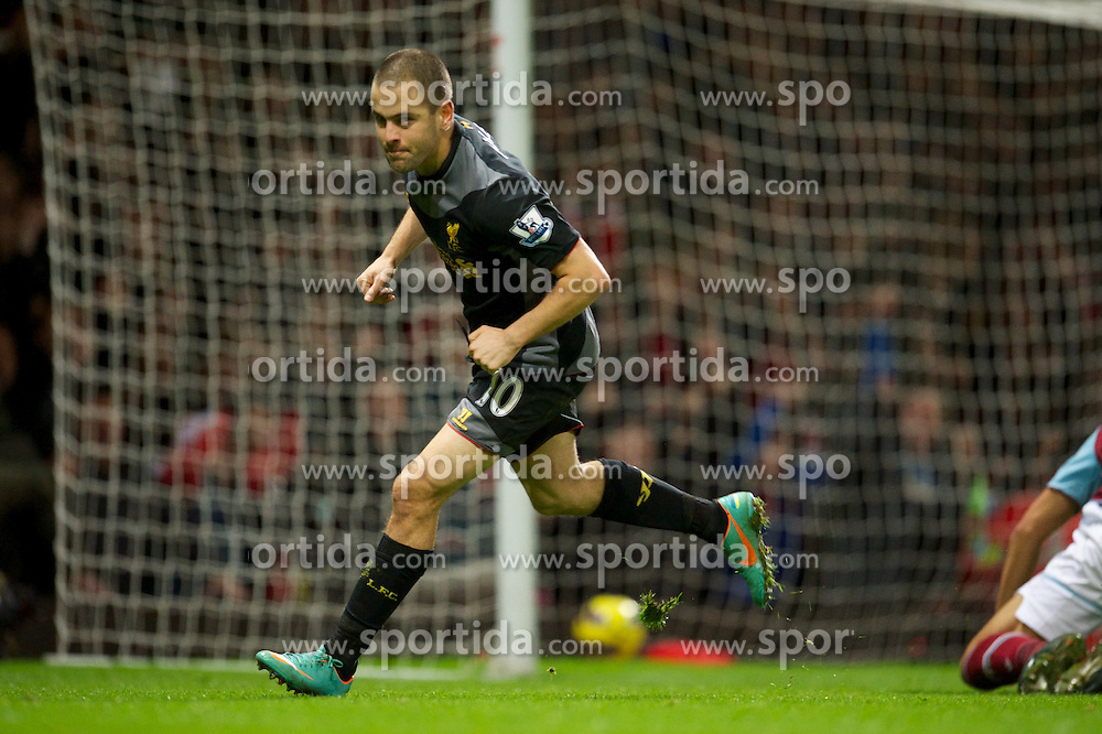 09.12.2012, Upton Park, London, ENG, Premier League, West Ham United vs FC Liverpool, 16. Runde, im Bild Liverpool's Joe Cole celebrates scoring the second goal against West Ham United during the English Premier League 16th round match between West Ham United FC and Liverpool FC at the Upton Park, London, Great Britain on 2012/12/09. EXPA Pictures © 2012, PhotoCredit: EXPA/ Propagandaphoto/ David Rawcliffe..***** ATTENTION - OUT OF ENG, GBR, UK *****