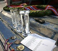 Skøyter<br /> NM sprint Valle Hovin<br /> 04.01.09<br /> Illustrasjon premiebordet med Kongepokal - medaljer - Kranser og resultatlisten med vinnerne<br /> Foto - Kasper Wikestad