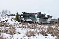 23 FEB 2013, LETZLINGEN/GERMANY:<br /> Kampfpanzer Leopard 2A6 des Panzergrenadierbattailons 212 der Bundeswehr mit Wintertarnung waehrend einer Gefechtsuebung im Winter, Gefechtsuebungszentrum Heer, Truppenuebungsplatz Altmark<br /> IMAGE: 20130223-01-012<br /> KEYWORDS: Gefechtsübung, Schnee, Gefechtsübungszentrum, Heer, Armee, Streikräfte, Militaer, Miltär, Streitkraefte, Panzer, Streitkräfte