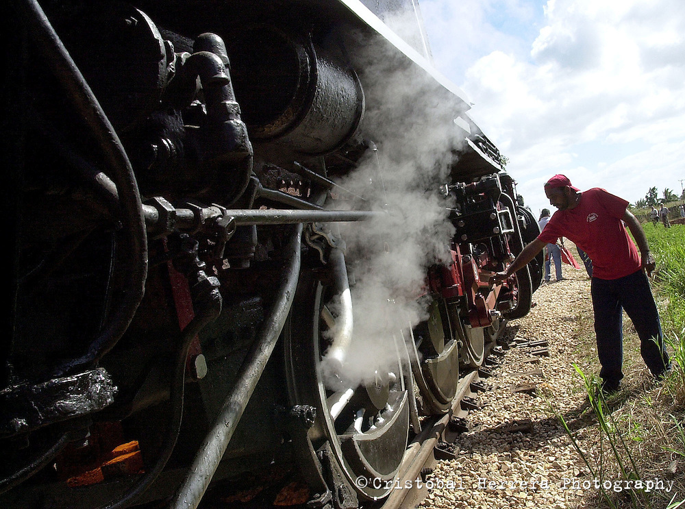 The steam locomotives at the speed competition at the sugar factory of Cardenas city, about 150 km at East of Havana, Friday November 21, 2003, Cardenas, Cuba. Between November 20th and 30th, 2003, will be held in Cuba, the Steam International Festival, featuring tours throughout the country. In this festival participated railroad workers who drive the old steam engines, many of them still at service after nearly three centuries. (Photo/Cristobal Herrera)
