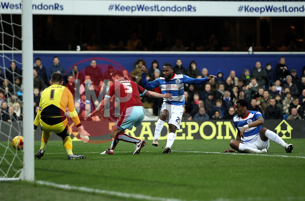 Junior Hoilett of Queens Park Rangers shoots at goal - Mandatory byline: Robbie Stephenson/JMP - 12/12/2015 - Football - Loftus Road - London, England - Queens Park Rangers v Burnley  - Sky Bet Championship