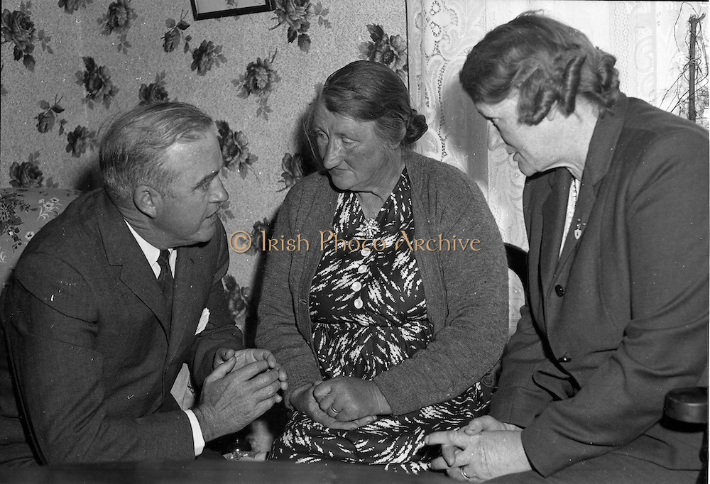 18/05/1961<br /> 05/18/1961<br /> 18 May 1961<br /> U.S. Ambassador Edward Grant Stockdale visits relatives of President John F. Kennedy at Dunganstown, Co. Wexford.