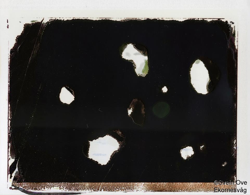 Et abstrakt bilde tatt med instantfilm.<br /> Foto: Svein Ove Ekornesvåg
