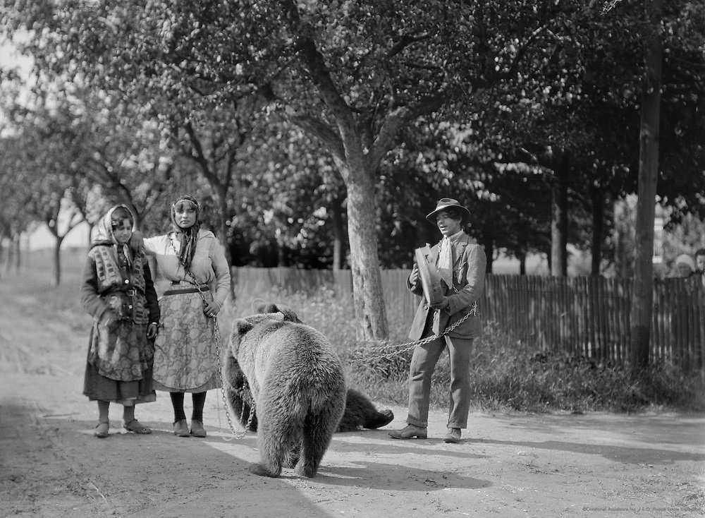 Three Gypsies with Two Bears, 1928