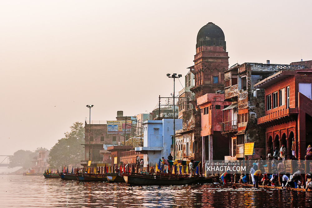 Boats and people at Vishram ghat on the bank of Yamuna river in Mathura. Mathura is a sacred town situated on the banks of Yahuman river in Uttar Pradesh, northern India. The birthplace of the deity Lord Krishna. It is a pilgrimage site for Hindus.