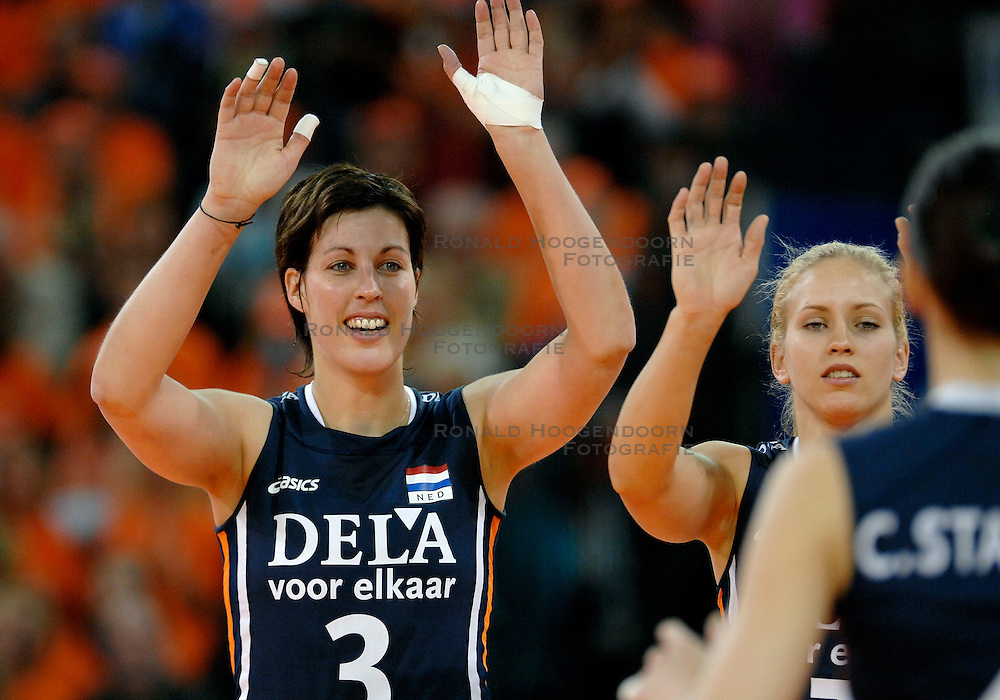 10-11-2007 VOLLEYBAL: PRE OKT: NEDERLAND - OEKRAINE: EINDHOVEN<br /> Nederland wint ook de 3de wedstrijd met 3-0 van Oekraine en plaatst zich voor het OKT in Duitsland begin januari / Francien Huurman<br /> &copy;2007-WWW.FOTOHOOGENDOORN.NL