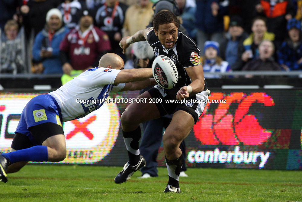 Manu Vatuvei drops the ball just metres in front of the try line.<br />