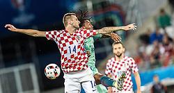 25.06.2016, Stade Bollaert Delelis, Lens, FRA, UEFA Euro 2016, Kroatien vs Portugal, Achtelfinale, im Bild Marcelo Brozovic (CRO), Renato Sanches (POR) // Marcelo Brozovic (CRO) Renato Sanches (POR) during round of 16 match between Croatia and Portugal of the UEFA EURO 2016 France at the Stade Bollaert Delelis in Lens, France on 2016/06/25. EXPA Pictures © 2016, PhotoCredit: EXPA/ JFK