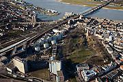 Nederland, Gelderland, Nijmegen, 07-03-2010; Nijmegen, binnenstad met Kronenburgpark en rivier de Waal met spoorbrug en Waalkade. .Nijmegen, inner city..luchtfoto (toeslag), aerial photo (additional fee required).foto/photo Siebe Swart