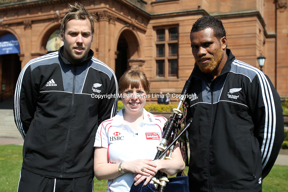 Lote Raikabula and Tim Mikkelson from New Zealand Sevens learn to play the bagpipes in Glasgow, Scotland. (Photo: Martin Seras Lima/photosport)