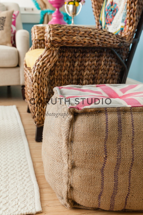 Burlap projects: Union Jack pouf