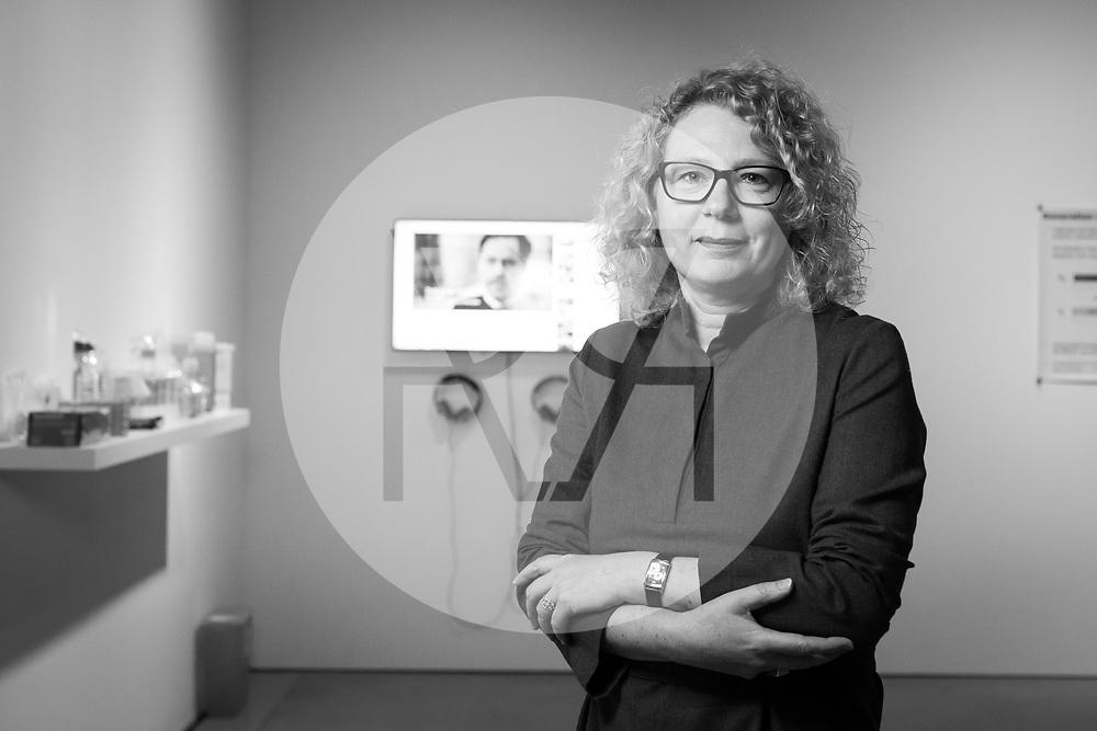 SCHWEIZ - BASEL - Sabine Himmelsbach, Direktorin Haus der elektronischen Künste HeK, fotografiert in der Ausstellung 'Anti-Bodies' von Lynn Hershman Leeson - 03. Mai 2018 © s+f/Raphael Hünerfauth - http://huenerfauth.ch