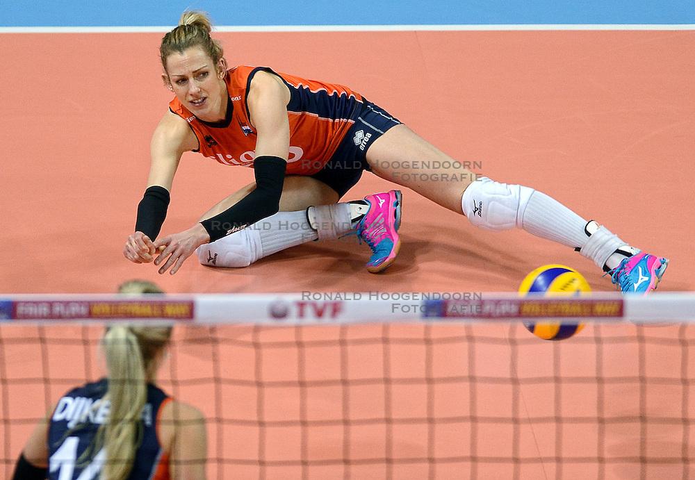 07-01-2016 TUR: European Olympic Qualification Tournament Nederland - Kroatie, Ankara<br /> Nederland verslaat Kroatië met 3-0 en gaat als groepswinnaar de halve finale in / Debby Stam-Pilon #16