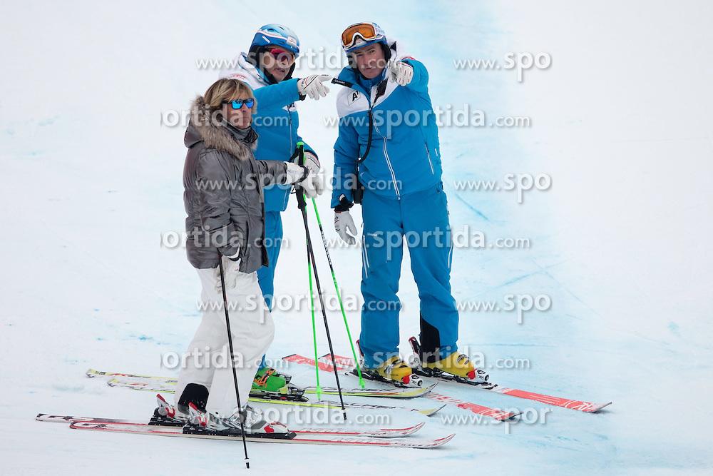 23.01.2015, Streif, Kitzbuehel, AUT, FIS Ski Weltcup, Supercombi, Herren, im Bild Hansi Hinterseer, ÖSV Sportdirektor Hans Pum, ÖSV Herren Cheftrainer Andreas Puelacher // austrian singer Hansi Hinterseer, ÖSV Sporting director Hans Pum and Austrian men's Headcoach Andreas Puelacher during the men's Super Combined of Kitzbuehel FIS Ski Alpine World Cup at the Streif Course in Kitzbuehel, Austria on 2015/01/23. EXPA Pictures © 2015, PhotoCredit: EXPA/ Johann Groder