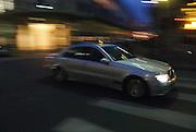 Blurred nightshot of a taxi in Paris, France.Mitgezogene Nachtaufnahme eines Taxis in Paris, Frankreich
