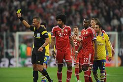 11.03.2014, Allianz Arena, Muenchen, GER, UEFA CL, FC Bayern Muenchen vs FC Arsenal, Achtelfinale, Rueckspiel, im Bild gelbe Karte, Verwarnung, fuer Dante (FC Bayern Muenchen) // during the UEFA Champions League Round of 16, 2nd Leg match between FC Bayern Munich and Arsenal FC at the Allianz Arena in Muenchen, Germany on 2014/03/11. EXPA Pictures © 2014, PhotoCredit: EXPA/ Eibner-Pressefoto/ Stuetzle<br /> <br /> *****ATTENTION - OUT of GER*****