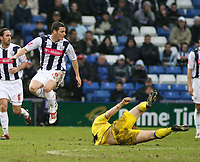 Photo: Mark Stephenson.<br /> West Bromwich Albion v Leeds United. The FA Cup. 06/01/2007.<br /> West Brom's Jason Koumas is slide tackeled off the ball.