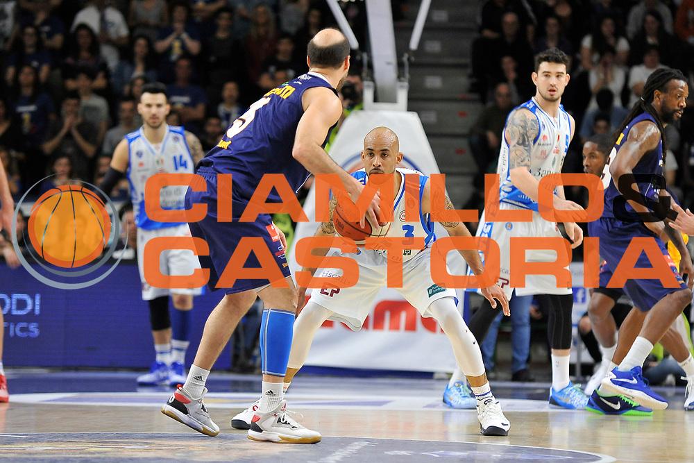 DESCRIZIONE : Beko Legabasket Serie A 2015- 2016 Dinamo Banco di Sardegna Sassari - Manital Auxilium Torino<br /> GIOCATORE : David Logan<br /> CATEGORIA : Difesa Controcampo<br /> SQUADRA : Dinamo Banco di Sardegna Sassari<br /> EVENTO : Beko Legabasket Serie A 2015-2016<br /> GARA : Dinamo Banco di Sardegna Sassari - Manital Auxilium Torino<br /> DATA : 10/04/2016<br /> SPORT : Pallacanestro <br /> AUTORE : Agenzia Ciamillo-Castoria/C.Atzori