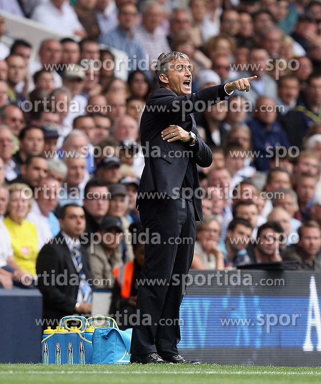 14.08.2010, White Hart Lane, London, ENG, PL, Tottenham Hotspur vs Manchester City, im Bild Manchester City's Manager Roberto Mancini . EXPA Pictures © 2010, PhotoCredit: EXPA/ IPS/ Marcello Pozzetti +++++ ATTENTION - OUT OF UK +++++ / SPORTIDA PHOTO AGENCY