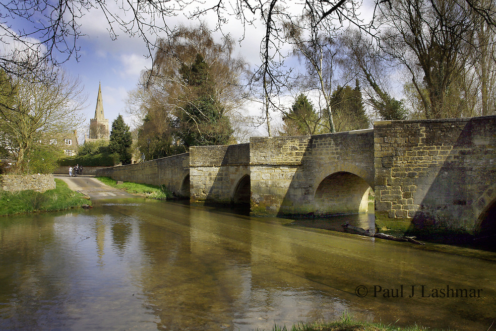 The river Ise Ford in the village of Geddington, Northamptonshire.<br /> Geddington was one of the stopping points for the funeral cort&egrave;ge of Queen Eleanor and the village is home to an intact and original Eleanor Cross.