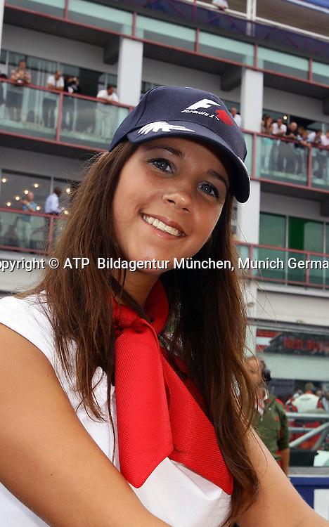Magny Cours  22.06. 2008 - Formula 1 Grand Prix of France - Gridgirl, - 2008 - Frankreich, Formel 1 -  F1 GP de France - Foto: © ATP Lukas GORYS