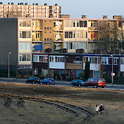 "Nederland Utrecht 31 januari 2009 20090131 Foto: David Rozing ..Serie vogelaarwijk Kanaleneiland .Reportage documentary on deprived area / projects "" Kanaleneiland "" This area is on a list with projects which need help of the government because of degradation in the area etc..Meisjes lopen over braakliggend terrein op Kanaleneiland zuid.Girls passing empty derelict area.project, suburb, suburbian, problem. Neighboorhood, neighboorhoods, district, city, problems,  daily life..Foto: David Rozing"
